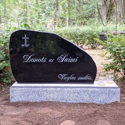 22. Kapu piemineklis no granīta (Zviedrija)