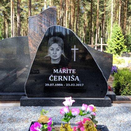 16. Kapu piemineklis no granīta (Zviedrija)