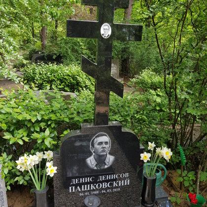 11. Kapu piemineklis no granīta (Zviedrija)