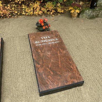 2. Granīta slēgtā divu krāsu kapu apmale
