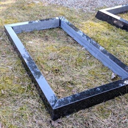 Надгробник из черного гранита