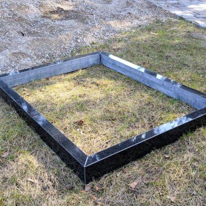 Надгробник из черного гранита двухместное